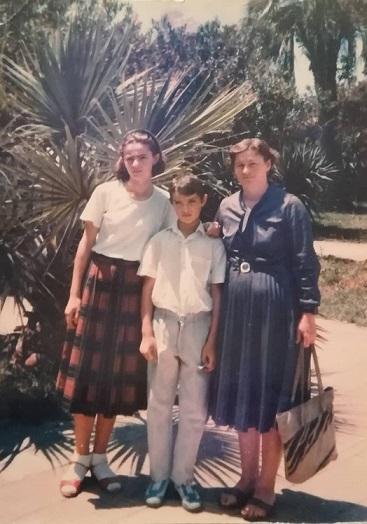 ზაირა ქებურია შვილებთან, ირინა და ირაკლი ქარდავებთან ერთად